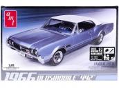 Склеиваемая пластиковая модель автомобиля AMT 1966 Olds 442 1:25