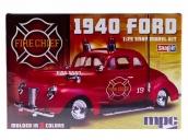 Склеиваемая пластиковая модель автомобиля MPC 1940 Ford Fire Chief Super SNAP 1:25